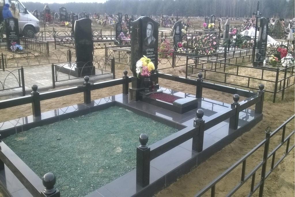 обустройство могил, благоустройство могил в Бобруйске, керамогранит, уход за могилами