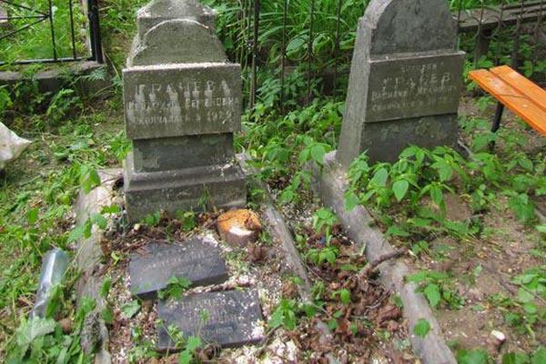 воздействие временного фактора, старые могилы, услуги по реставрации памятников